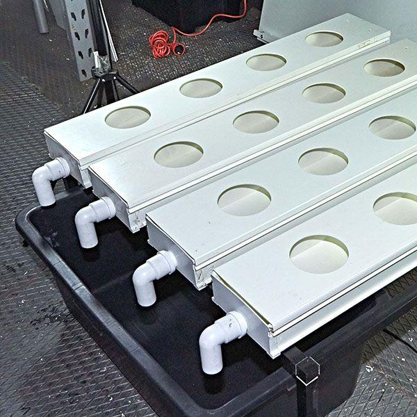 5. Posizionare la vasca di ricaduta sotto i raccordi a gomito