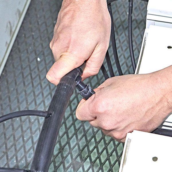 8. Collegare il tubo da 16mm al raccordo a T